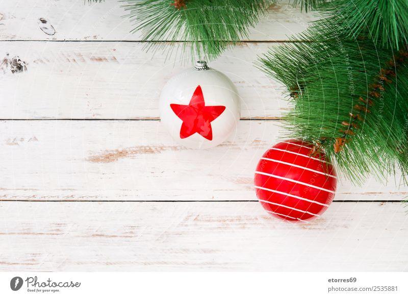 Weihnachtskugeln Feste & Feiern Weihnachten & Advent Kugel grün rot weiß Weihnachtsbaum Ornament Ball Dekoration & Verzierung Stern (Symbol) Holztisch