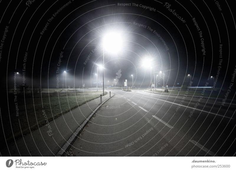 o Natur Einsamkeit Straße Landschaft Nebel Verkehr ästhetisch Verkehrswege Autofahren Straßenkreuzung Straßenverkehr Stadtrand