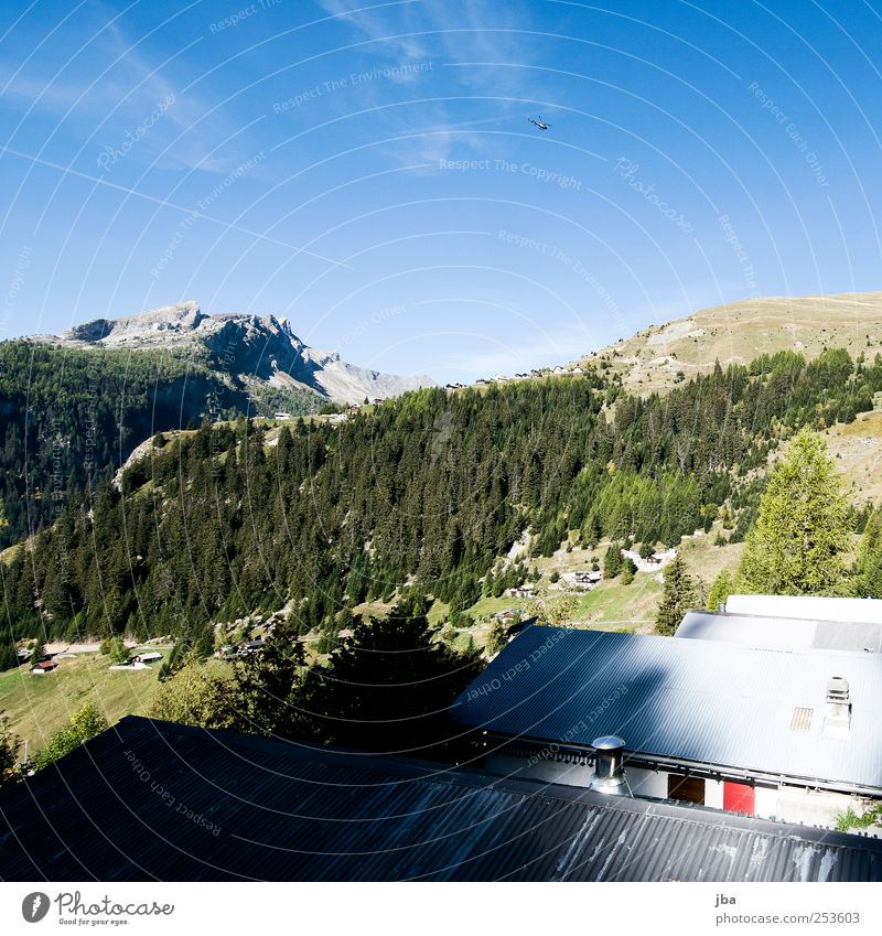 Bergtal Himmel Natur Sommer Baum Erholung Landschaft Haus Ferne Wald Berge u. Gebirge Herbst Felsen Luftverkehr wandern genießen Schönes Wetter
