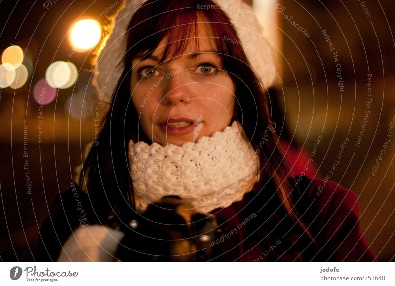 B@DD 11 | Nightlife Mensch Jugendliche schön Gesicht feminin kalt dunkel sprechen Erwachsene Beleuchtung 18-30 Jahre direkt Junge Frau Fotografieren erstaunt sympathisch