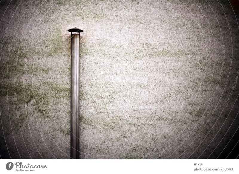 Ofen aus Fabrik Industrie Menschenleer Industrieanlage Mauer Wand Fassade Schornstein Ofenrohr Eisenrohr Beton Metall alt stehen dreckig dunkel dünn einfach
