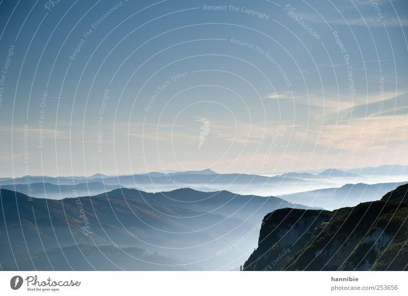 hochnebel Natur Landschaft Himmel Wolken Nebel Hügel Felsen Alpen Berge u. Gebirge kalt blau Hügelkette Bergkette Abenddämmerung Freiheit Ferne Dunst Farbfoto