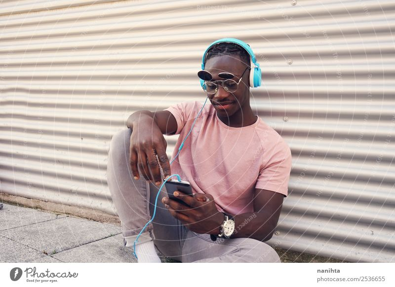 Mensch Jugendliche Mann Stadt Junger Mann Freude schwarz Lifestyle Erwachsene Stil Freiheit Mode Design Freizeit & Hobby maskulin 13-18 Jahre