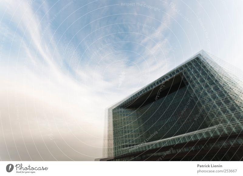 No Gravity Lifestyle Umwelt Urelemente Himmel Wolken Hafenstadt Haus Hochhaus Bauwerk Gebäude Architektur Mauer Wand Sehenswürdigkeit hoch Bewegung einzigartig
