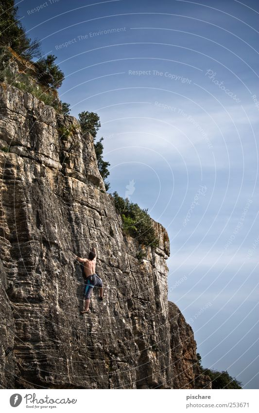 Climb Himmel Mann Sport Berge u. Gebirge Erwachsene Freizeit & Hobby Kraft Felsen Abenteuer maskulin Klettern Mut Leidenschaft sportlich Schönes Wetter Bergsteigen
