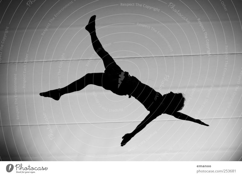 Schräglage Mensch Mann Freude schwarz Erwachsene Sport Bewegung springen Stil Linie Freizeit & Hobby Rücken fliegen hoch maskulin verrückt