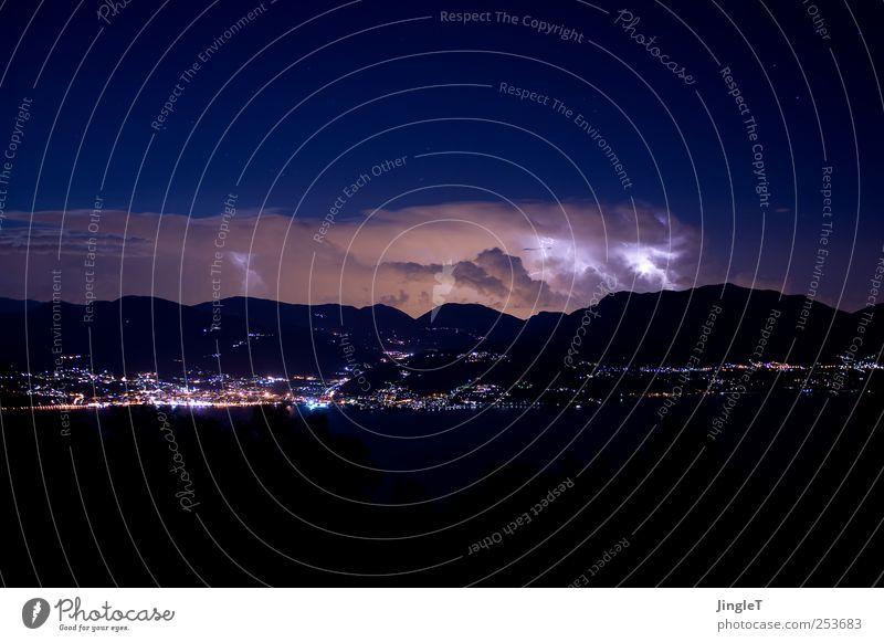 nachtaktiv Himmel Natur blau schwarz Umwelt Berge u. Gebirge grau Luft braun Wind Kraft Horizont Angst Stern Klima Urelemente