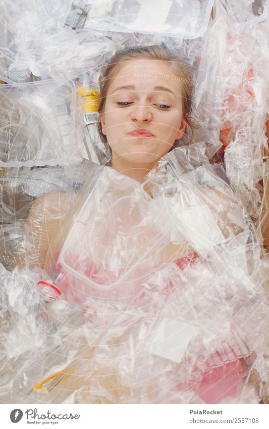 #A# Bis zum Hals Kunst kaufen Kunststoff Kitsch Statue Müll Handel Ekel Kunstwerk Verpackung Umweltverschmutzung Plastiktüte Recycling protestieren Müllbehälter