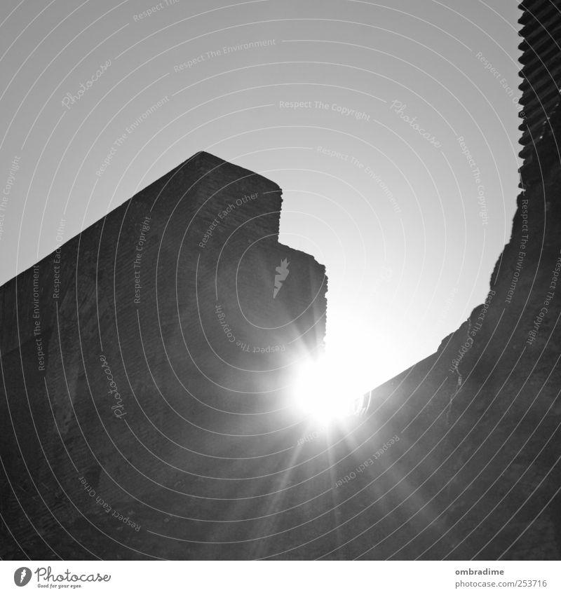 ROMA-ROM-ROME Stadt alt weiß Sonne schwarz Wand Architektur Gebäude Mauer Europa Italien Bauwerk Wahrzeichen Denkmal Stadtzentrum Sehenswürdigkeit