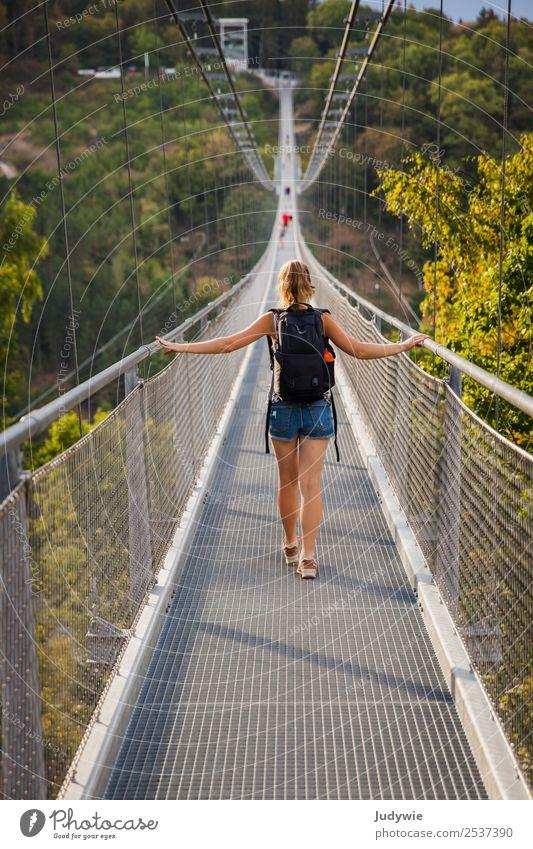 483 Meter Frau Mensch Natur Jugendliche Junge Frau Sommer 18-30 Jahre Erwachsene Umwelt Wege & Pfade feminin Bewegung Tourismus Ausflug gehen 13-18 Jahre
