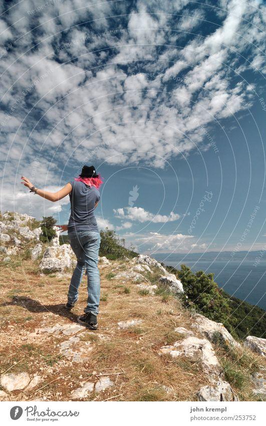 Tanz den Apocalypso Mensch Himmel Natur Jugendliche blau Ferien & Urlaub & Reisen Meer Freude feminin Leben Haare & Frisuren Küste braun Tanzen rosa