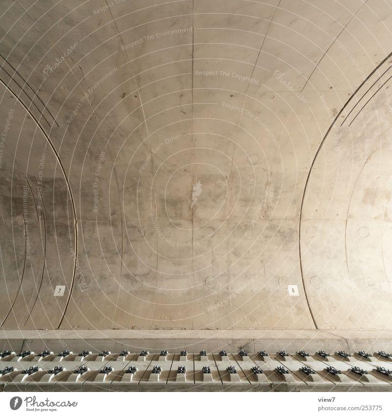 Eisenbahntunnel Ferne kalt Wand grau Mauer Stein Linie elegant Fassade Beton modern authentisch neu Streifen einfach Bauwerk