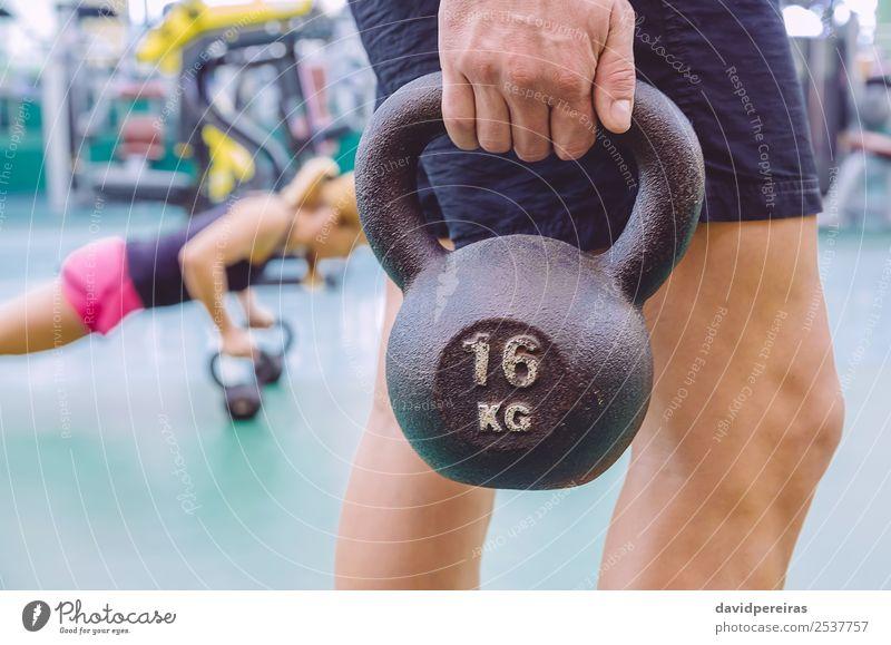 Frau Mann Hand schwarz Lifestyle Erwachsene Sport Körper Kraft Aktion authentisch Fitness stark muskulös Muskulatur Halt
