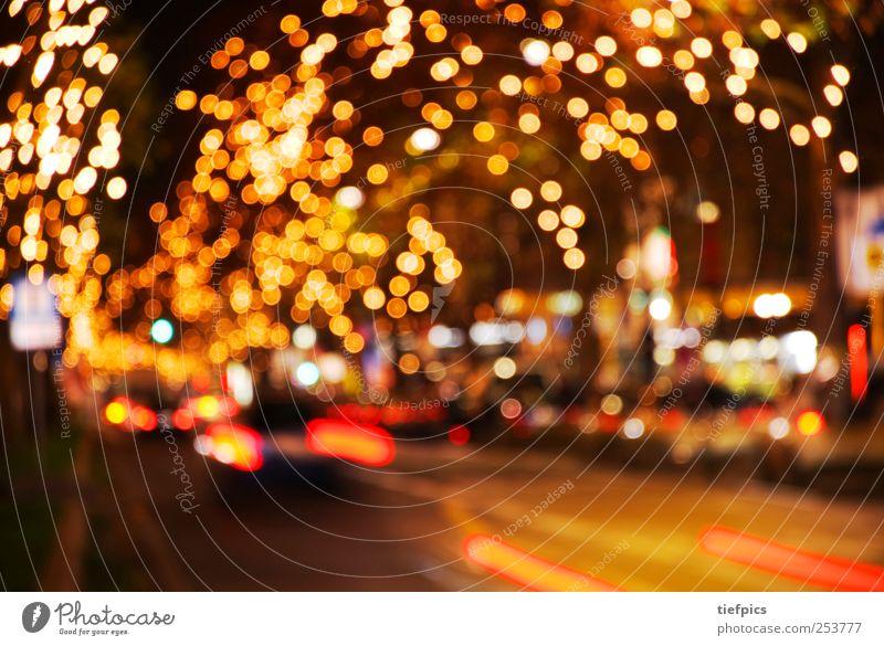 weihnachten Stadt Weihnachten & Advent rot gelb Straße Beleuchtung Berlin Stadtleben Verkehr gold Vorfreude Personenverkehr gemütlich Gebet Nachtleben Weihnachtsmarkt