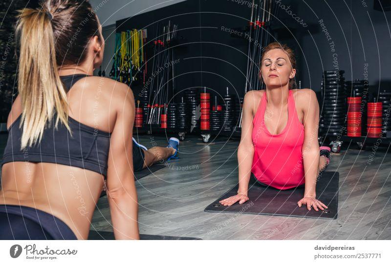 Frau schön Lifestyle Erwachsene Sport Glück Schule Menschengruppe Körper Aktion authentisch Arme Fitness muskulös rothaarig horizontal