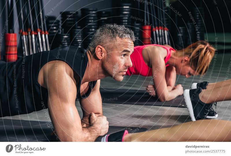 Frau Mann Erwachsene Sport Glück Schule Menschengruppe Körper Aktion authentisch Arme Fitness stark muskulös horizontal Muskulatur