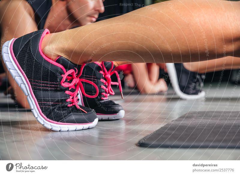 Frau Mann Erwachsene Sport Glück Schule Menschengruppe Körper Aktion authentisch Fitness stark muskulös Turnschuh horizontal Muskulatur