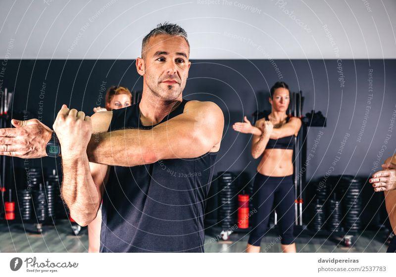 Frau Mann schön Hand Lifestyle Erwachsene Sport Glück Schule Menschengruppe Körper Aktion authentisch Arme Fitness Club