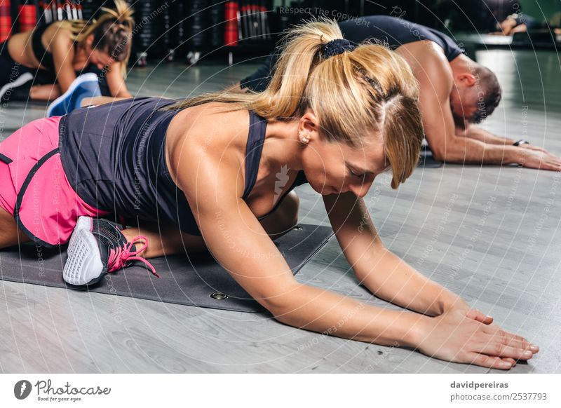 Frau Mann schön Lifestyle Erwachsene Sport Glück Schule Menschengruppe Körper blond Aktion authentisch Arme Fitness muskulös