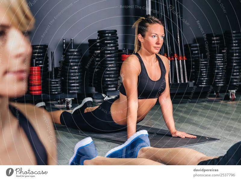 Frau schön Lifestyle Erwachsene Sport Glück Schule Menschengruppe Körper blond Aktion authentisch Arme Fitness muskulös horizontal