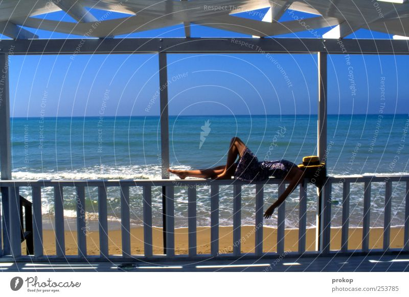 Entspannung I Frau Mensch Jugendliche schön Sonne Ferien & Urlaub & Reisen Sommer Meer Strand ruhig Erholung feminin Erwachsene Glück Gesundheit Zufriedenheit