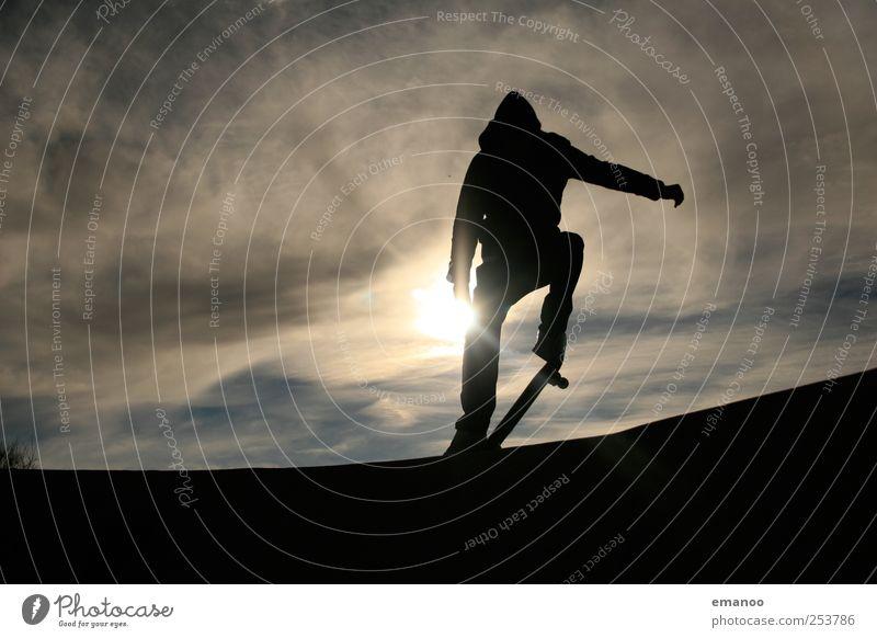 pop. Lifestyle Stil Freude Freizeit & Hobby Sport Sportler Halfpipe Mensch maskulin Junger Mann Jugendliche 1 Himmel Wolken Bewegung fahren springen ästhetisch