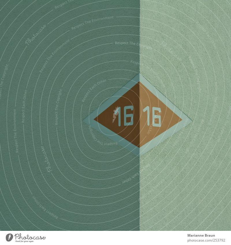 16 Haus Wand grau Mauer Linie braun Fassade Ecke Ziffern & Zahlen Pfeil Grenze Putz links rechts Dreieck Symbole & Metaphern