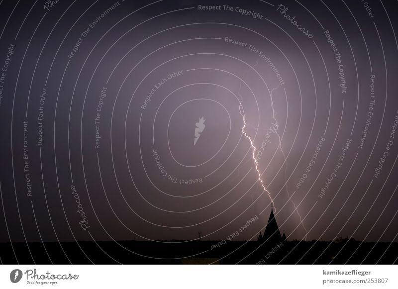 himmschlischer fingerzeig Umwelt Natur Urelemente Gewitterwolken Unwetter Blitze Berlin Kirche Kirchturmspitze Zeichen Angst Religion & Glaube Gedeckte Farben