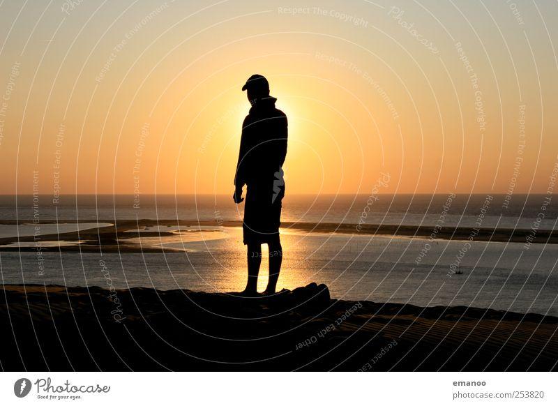 solar man Mensch Wasser Sonne Meer Ferien & Urlaub & Reisen Sommer Freude Strand schwarz Einsamkeit Freiheit Stil Küste Wetter Wellen Horizont