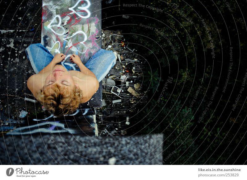 thinking of you Sinnesorgane Erholung ruhig Meditation maskulin Junger Mann Jugendliche Kopf Schulter 1 Mensch 18-30 Jahre Erwachsene Bauwerk Mauer Wand Dach