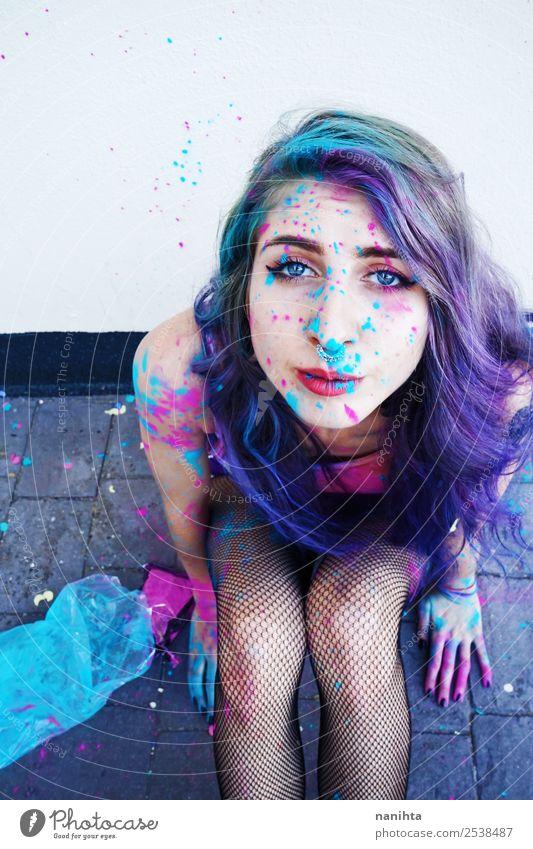 Junge Frau mit Farbe im Gesicht Lifestyle Stil Design exotisch schön Haare & Frisuren Freizeit & Hobby Mensch feminin Jugendliche Erwachsene 1 18-30 Jahre Kunst