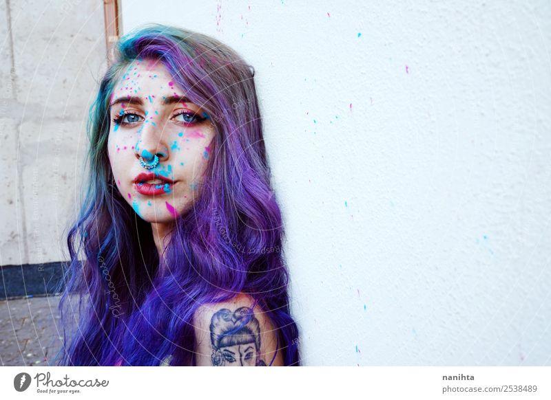 Schöne junge Frau mit Farbe in der Haut. Mensch feminin Junge Frau Jugendliche Erwachsene 1 18-30 Jahre Kunst Künstler Maler Kultur Jugendkultur Tattoo Piercing