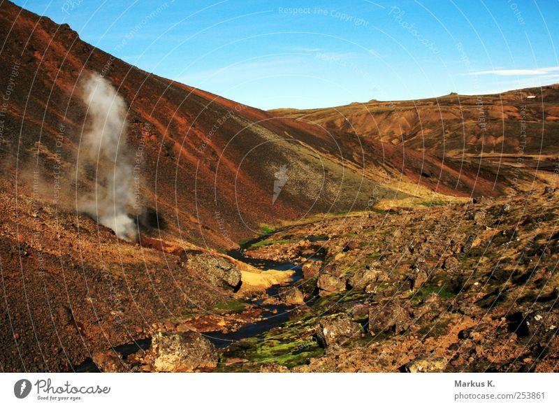The third day … Natur grün rot Landschaft Berge u. Gebirge braun Abenteuer Urelemente bizarr Bach Wolkenloser Himmel Endzeitstimmung Gefühle