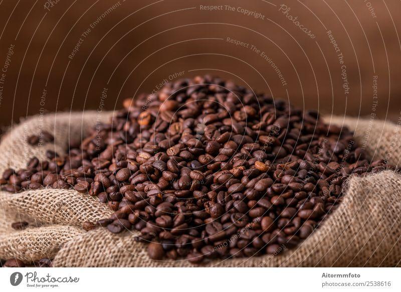 Sack mit verschütteten gerösteten Kaffeebohnen Getreide Frühstück Lifestyle Liebe frisch heiß lecker natürlich braun Energie Farbe arabica aromatisch