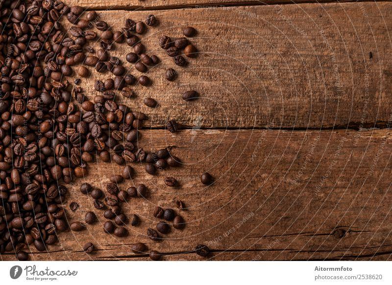 Kaffeebohnen auf Holztischhintergrund Getreide Frühstück Lifestyle Tisch Liebe frisch heiß lecker natürlich braun Energie Farbe arabica aromatisch Hintergrund