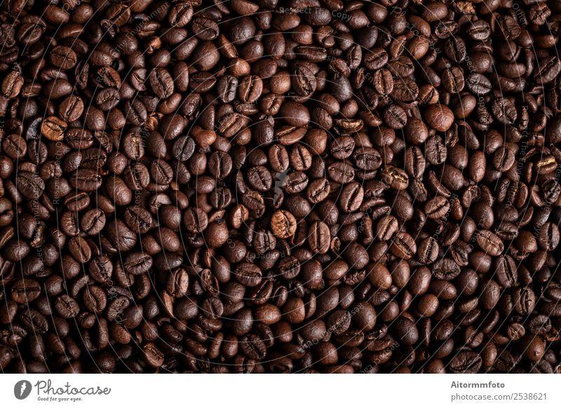 Von oben Kaffeebohnen texturierter Hintergrund Getreide Frühstück Lifestyle Liebe dunkel frisch heiß lecker natürlich braun Energie Farbe arabica aromatisch