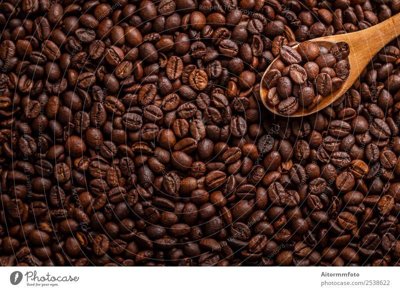 Holzlöffel mit gerösteten Kaffeebohnen Getreide Frühstück Löffel Lifestyle Liebe frisch heiß lecker natürlich Energie Farbe arabica aromatisch Hintergrund
