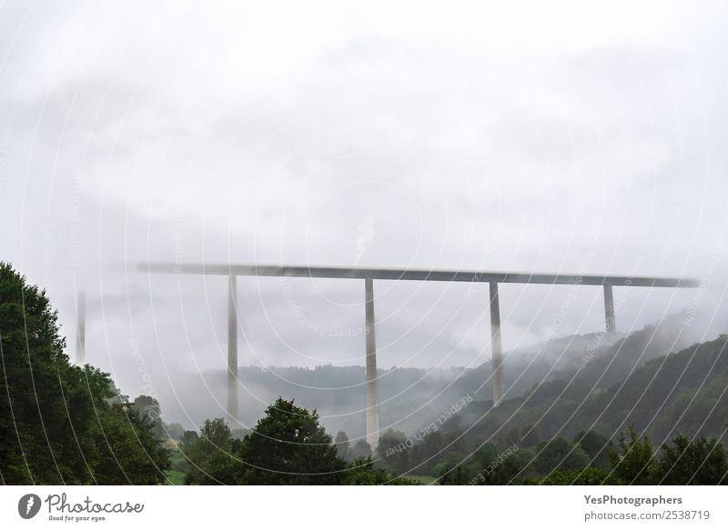 Natur Ferien & Urlaub & Reisen Landschaft Wolken Wald Architektur Deutschland Verkehr Nebel modern Europa Technik & Technologie Hügel Örtlichkeit Autobahn Säule
