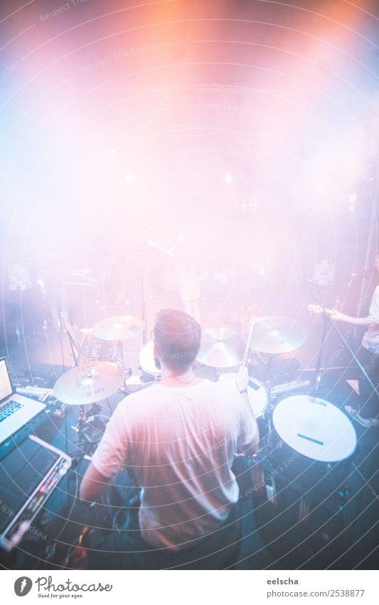 Drummer Veranstaltung Musik maskulin Mann Erwachsene 1 Mensch 18-30 Jahre Jugendliche 30-45 Jahre Schlagzeug Trommel Schlagzeuger hören machen Musik hören