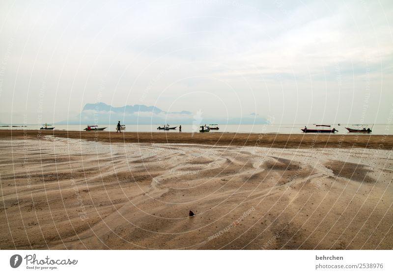 gestrandet Ferien & Urlaub & Reisen Tourismus Ausflug Abenteuer Ferne Freiheit Landschaft Himmel Wolken Gewitterwolken Sturm Regen Wellen Küste Strand Meer
