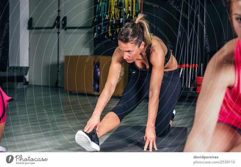 Frau Mensch schön Lifestyle Erwachsene Sport Glück Schule Menschengruppe Freizeit & Hobby Körper Aktion authentisch Arme Fitness muskulös