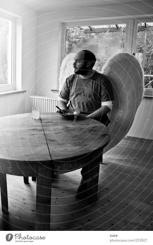Engel Ernährung Tisch Raum Mensch maskulin Mann Erwachsene 1 30-45 Jahre Fenster Flügel Glas sitzen Traurigkeit außergewöhnlich Trauer Appetit & Hunger