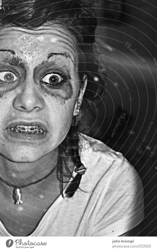 Zickanella von Zankistan Haut Gesicht Schminke Wimperntusche Bad Auge 1 Mensch Spiegel Zahnspange frech gruselig verrückt trashig Coolness chaotisch skurril