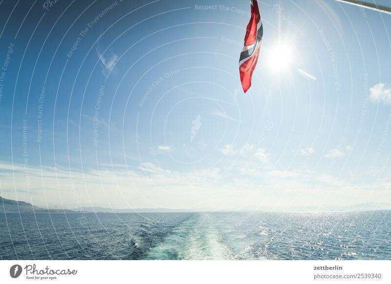 Fähre Himmel Natur Ferien & Urlaub & Reisen Himmel (Jenseits) Wasser Sonne Landschaft Meer Wolken Ferne Reisefotografie Textfreiraum Wasserfahrzeug Horizont
