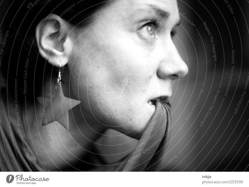 3....... 2........1...... *300* Gesicht feminin Leben Gefühle Erwachsene Denken Stimmung Freizeit & Hobby warten authentisch Stern (Symbol) beobachten Neugier Konzentration Wachsamkeit Verzweiflung