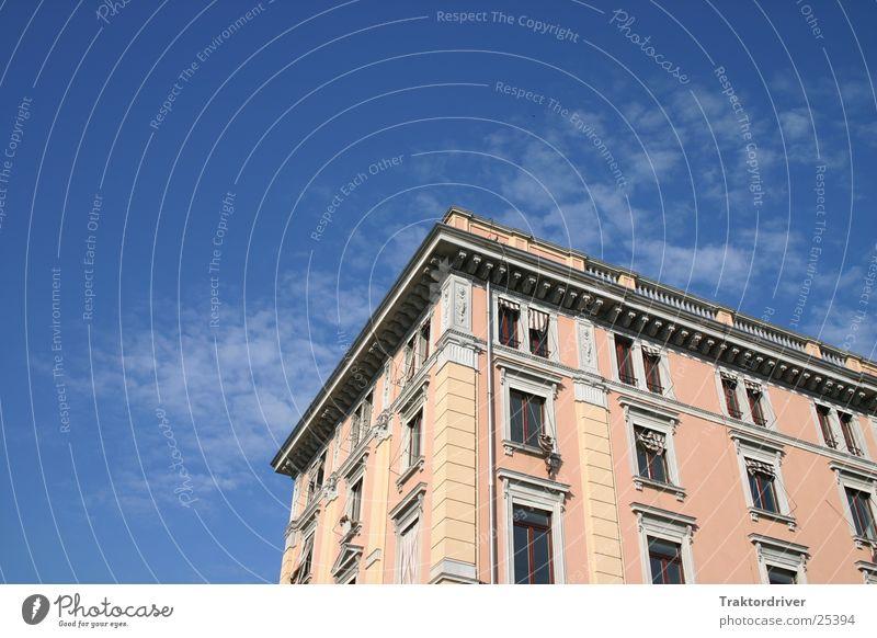 Haus im Himmel Gebäude rosa Venedig Italien Fenster Architektur blau Terasse