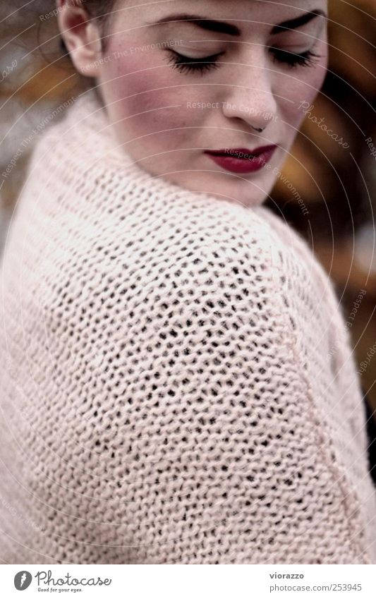 SAILOR. elegant Stil schön Gesicht Lippenstift feminin Junge Frau Jugendliche Erwachsene 18-30 Jahre Herbst Pullover Piercing brünett Wärme weich rot