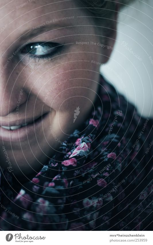here comes the snow Frau Mensch Jugendliche Winter Gesicht Auge feminin Leben Erwachsene Kopf Glück lachen Luft Zufriedenheit Mund Wohnung
