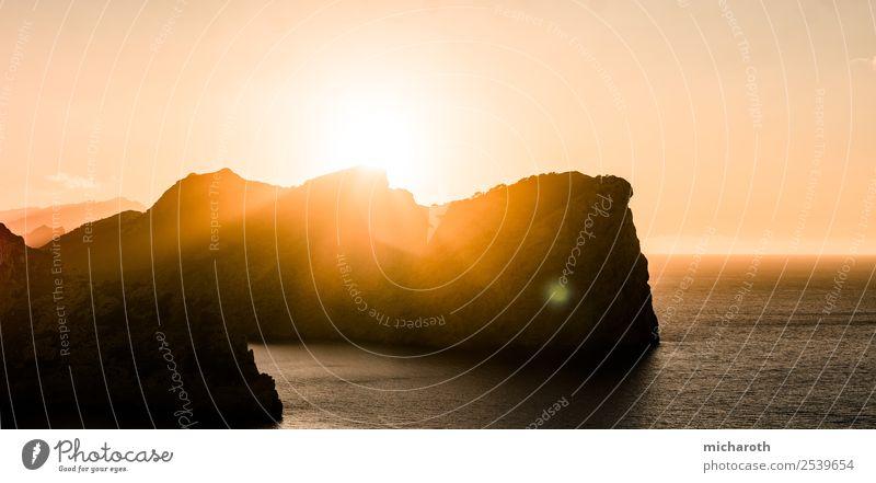 Sonnenuntergang über Felsen Ferien & Urlaub & Reisen Tourismus Abenteuer Ferne Freiheit Sommerurlaub Umwelt Natur Landschaft Wasser Wolkenloser Himmel