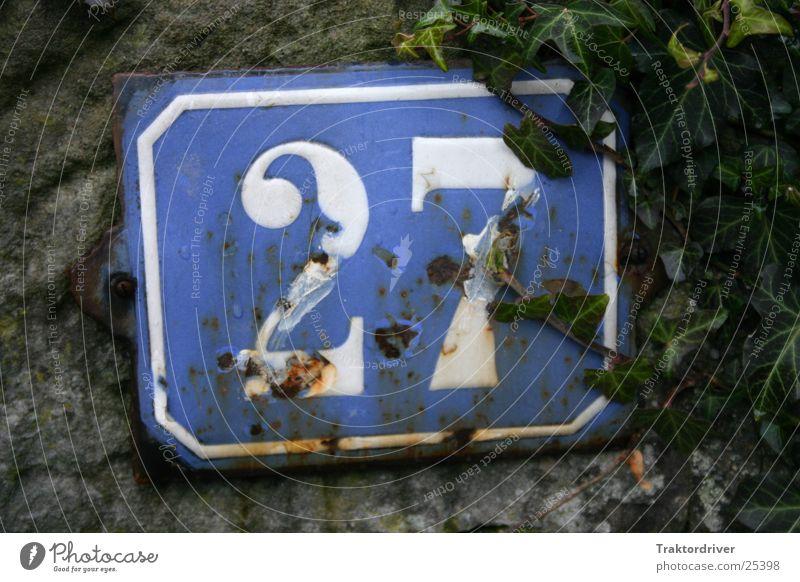 Hausnummer alt weiß blau 2 Industrie Ziffern & Zahlen Rost 7 Efeu Nummernschild